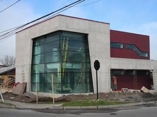 Edificio Corporativo Funeraria Las Salinas de Constructora ARCOX SpA. Moderno