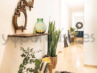 Plaza America Pasillos, vestíbulos y escaleras de estilo mediterráneo de Bhoga Home Staging Mediterráneo