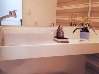 PROJETO CORPORATIVO Banheiros modernos por ALINE SASSE Moderno
