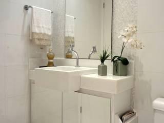 APARTAMENTO AS Banheiros modernos por ALINE SASSE Moderno