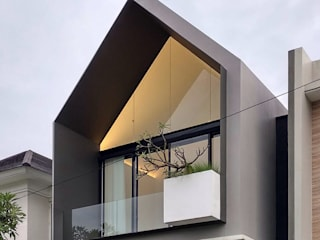 HHH house:  oleh Simple Projects Architecture,