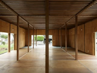 ห้องนั่งเล่น โดย 建築設計事務所 可児公一植美雪/KANIUE ARCHITECTS, มินิมัล