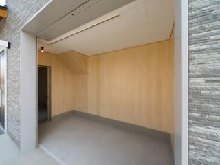 長期優良住宅で安心な薪ストーブのある家 の 八木建設株式会社 モダン