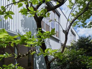 บ้านไม้ โดย 建築設計事務所 可児公一植美雪/KANIUE ARCHITECTS, ผสมผสาน