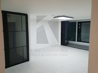 Modern Living Room by 더톡디자인(The talk design) Modern