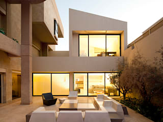 Single family home by AGi architects arquitectos y diseñadores en Madrid,