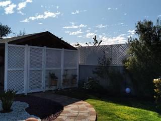Quiebra vista con Treillage de PVC Balcones y terrazas modernos de Constructora Las Américas S.A. Moderno