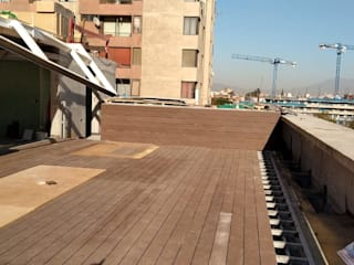 Deck de WPC Las Américas para proyectos de Edificios Balcones y terrazas modernos de Constructora Las Américas S.A. Moderno