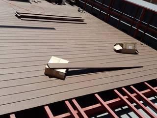 Deck de WPC Las Américas para proyectos de Edificios de Constructora Las Américas S.A. Moderno