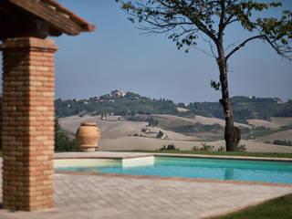 Villa Toscana Piscina in stile rustico di Matteo Castelli fotografia Rustico