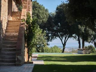Villa Toscana Giardino in stile rustico di Matteo Castelli fotografia Rustico