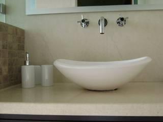 Baños de estilo  de Fabiana Ordoqui  Arquitectura y Diseño.   Rosario | Funes |Roldán, Minimalista