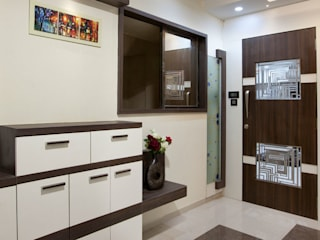 MR.GIRIDHAR GORE'S DUPLEX RESIDENCE AT KHARGHAR:  Front doors by DELECON DESIGN COMPANY