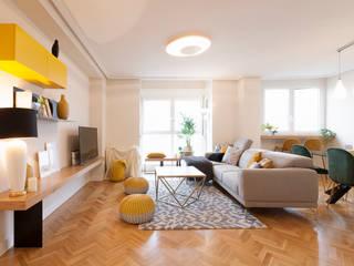 Proyecto de interiorismo y decoración en un apartamento en Madrid: Salones de estilo  de Dimeic