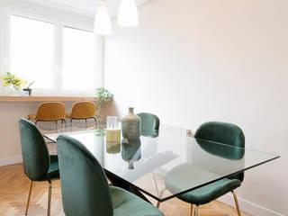 Proyecto de interiorismo y decoración en un apartamento en Madrid: Comedores de estilo  de Dimeic
