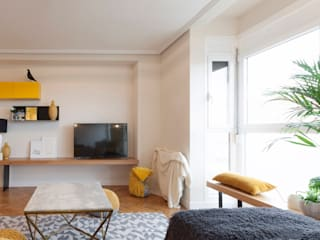 Interioristas Dimeic, diseñadores y decoradores en Madrid Soggiorno moderno Giallo