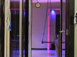 Couloir, entrée, escaliers modernes par VR Interior Designerss Moderne