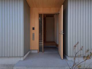 house Mk モダンスタイルの 玄関&廊下&階段 の Snowdesignoffice モダン