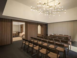 Luogo di ritrovo per sacerdoti Sala multimediale moderna di ALESSIO LO BELLO ARCHITETTO a Palermo Moderno