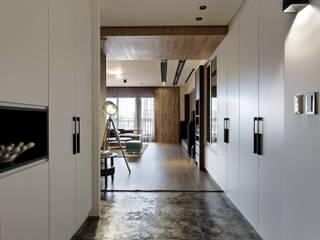 Pasillos, vestíbulos y escaleras de estilo moderno de 台中室內設計-築采設計 Moderno