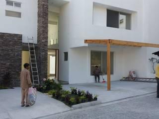 Maisons modernes par Construcciones La Danta SA De CV Moderne