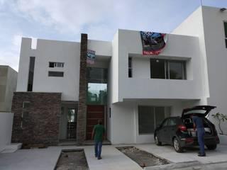 Residencia en Exclusivo Cluster Burgos Corinto: Casas de estilo  por Construcciones La Danta SA De CV
