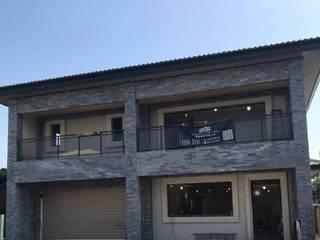 107年 西螺黃公館 自地自建-鋼構速固牆 (上集 - 施工進行中) 現代房屋設計點子、靈感 & 圖片 根據 懷謙建設有限公司 現代風