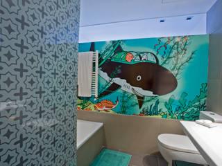 Baño niños Remodelación Duplex Baños modernos de INFINISKI Moderno