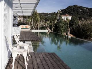 Vivienda Eco Tarifa Balcones y terrazas de estilo tropical de INFINISKI Tropical