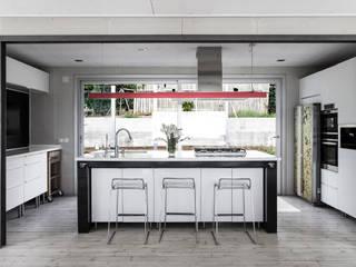 Vivienda Eco Tarifa Cocinas de estilo minimalista de INFINISKI Minimalista