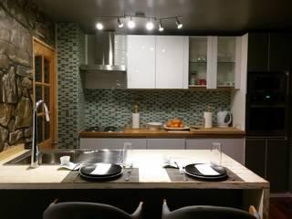 Proyecto la Florida: Cocinas de estilo  por Decorarq ambientaciones