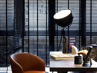 信義區實品屋室內設計:  書房/辦公室 by 泫工所構築設計研究室