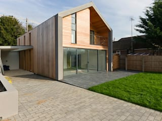 Canal Side Home in Berkhampstead モダンな 家 の Designcubed モダン