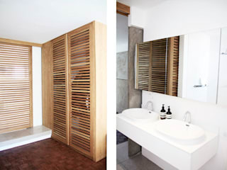 Hyde Park Apartment, JHB Minimalist dressing room by Metaphor Design Minimalist