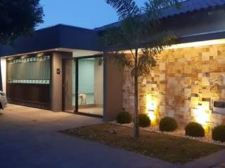 Maisons de style  par Alessandro Ramos Arquitetura, Éclectique