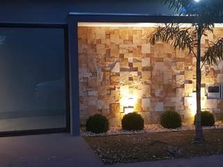 Maison individuelle de style  par Alessandro Ramos Arquitetura, Éclectique