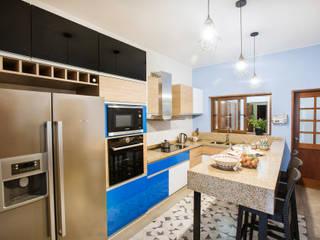 COCINA B-BLUE Cocinas modernas: Ideas, imágenes y decoración de WeisCoello Arquitectos Moderno