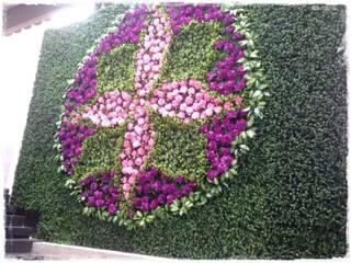 Fabricación de Muro verde artificial con diseño especial Estudios y despachos modernos de Inova Decora Plantas Artificiales Moderno Plástico