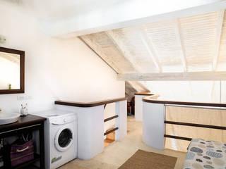 Colonial loft:  de estilo  por HOME MAKEOVER SWAP,