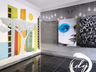 Garagens e arrecadações  por Deborah Garth Interior Design International (Pty)Ltd
