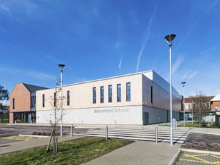 Beaumont School and Sports Hall Escuelas de estilo moderno de Designcubed Moderno