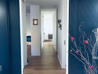Pasillos y vestíbulos de estilo  de INFINISKI, Moderno