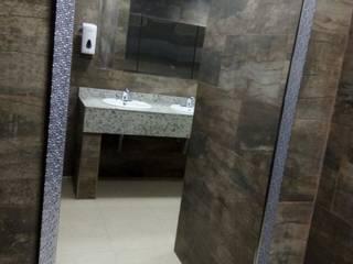 Renovacion Baños Guala Closures Baños de estilo minimalista de End International Minimalista