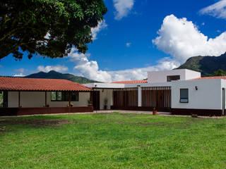 Houses by EVA Arquitectos SAS,