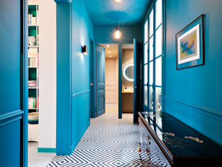 Appartement 95 m2 à Paris Catalina Castro Blanchet Couloir, entrée, escaliers originaux Bleu