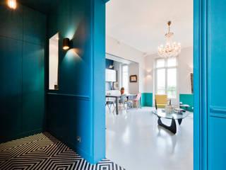Appartement 95 m2 à Paris: Couloir et hall d'entrée de style  par Catalina Castro Blanchet ,