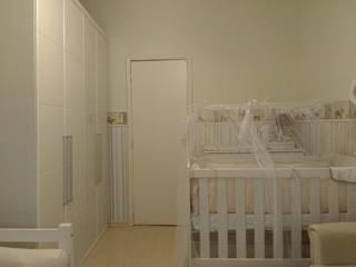 QUARTO DE BEBÊS EM COPACABANA - RUA REPÚBLICA DO PERU: Quartos de bebê  por Maria Helena Torres Arquitetura e Design