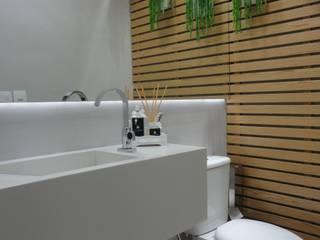 Baños de estilo  por Maria Helena Torres Arquitetura e Design