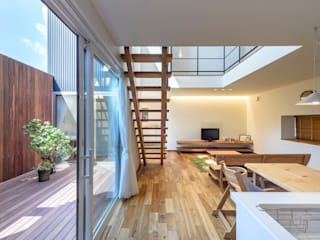 Phòng khách phong cách chiết trung bởi 空間工房株式会社 Chiết trung