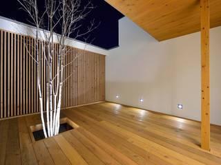 中庭が映える家 pickup 和風デザインの テラス の 空間工房株式会社 和風
